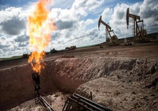 النفط يصعد مع تشديد عقوبات إيران