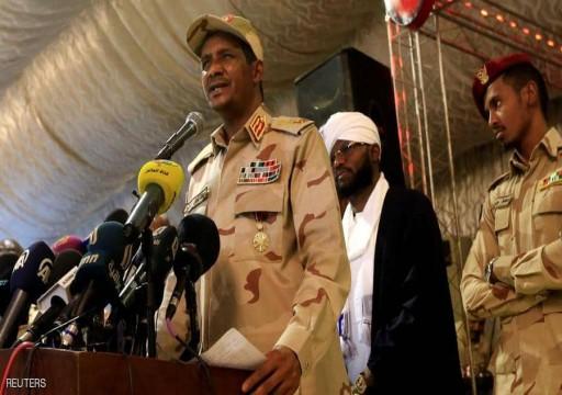 صحيفة: أبوظبي تتعاقد مع حميدتي لدعم حفتر بالمسلحين