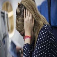 ما سبب الشعور بانسداد الأذن أثناء إقلاع وهبوط الطائرة؟.. كابتن طيار يجيب