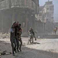 مدنيون يفرون من بلداتهم مع تقدم قوات النظام داخل الغوطة الشرقية المحاصرة