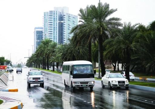 تطبيق خفض السرعات أثناء التقلبات الجوية في أبوظبي