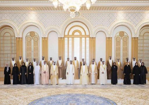 التشكيلة الحكومية الجديدة تؤدي القسم أمام محمد بن راشد ومحمد بن زايد