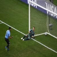 أوروغواي تلحق الهزيمة الأولى بروسيا وتتصدر المجموعة الأولى للمونديال