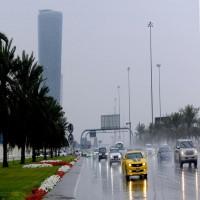 أمطار غزيرة ومتوسطة على مناطق في دبي والعين