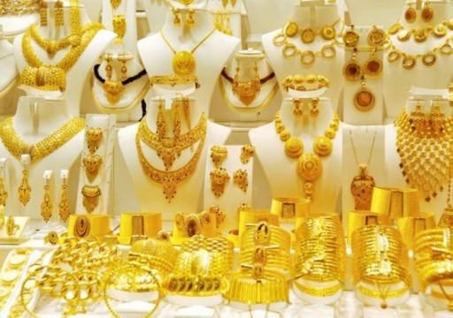 الذهب يهبط 1% مع ارتفاع الدولار والسوق تترقب مؤتمر جاكسون هول