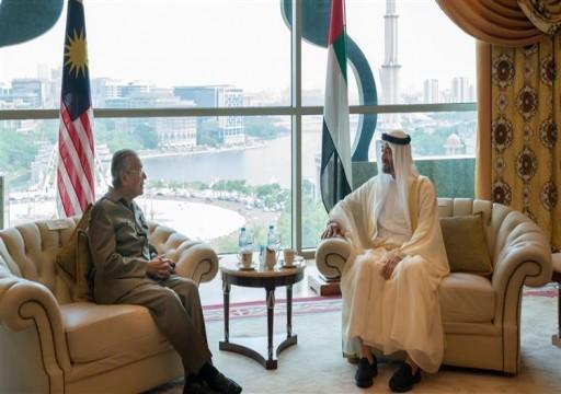محمد بن زايد يلتقي الزعيم الإسلامي العالمي مهاتير محمد