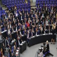 البرلماني الألماني يدرس حظر بيع السلاح لأبوظبي والرياض