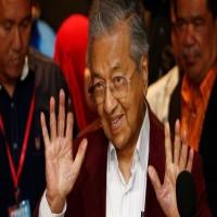 منع رئيس الوزراء الماليزي السابق من السفر ومهاتير محمد يعين وزراء