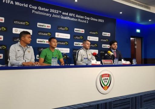 مدرب اندونيسيا يحيي لاعبيه بعد السقوط بالخمسة أمام الأبيض في دبي