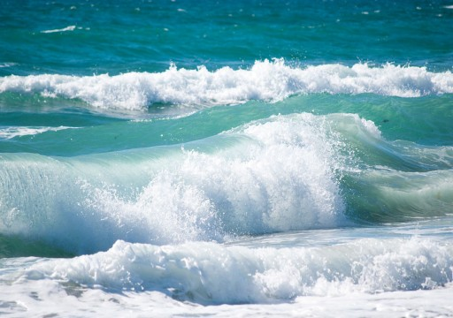 الأرصاد يحذر من اضطراب الموج في الخليج وبحر عمان
