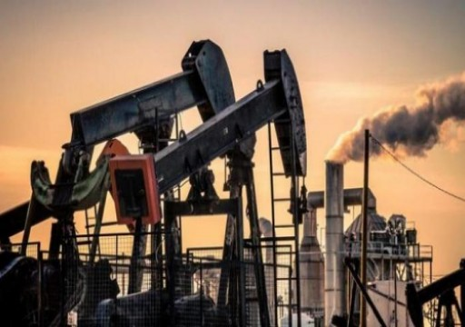 أسعار النفط تهبط 1% مع تقييم السوق أثر كورونا على الطلب
