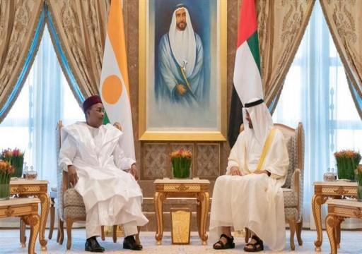 محمد بن زايد ورئيس النيجر يشهدان مراسم تبادل اتفاقيات تعاون بين البلدين