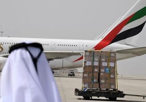 طيران الإمارات تقرر وقف جميع رحلات الركاب وخفض رواتب الموظفين