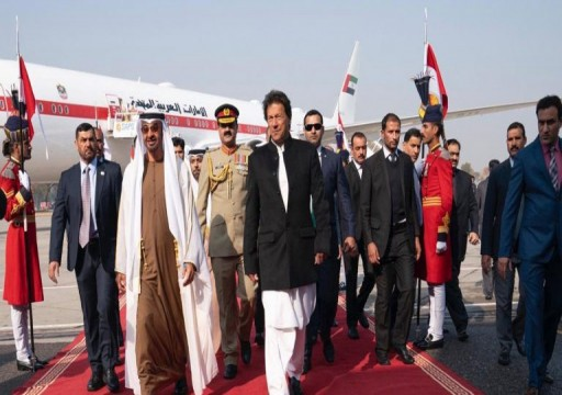 محمد بن زايد يصل باكستان.. وعمران خان في استقباله