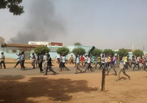 وكالة: قوات الأمن السودانية تطلق قنابل الغاز لتفريق محتجين