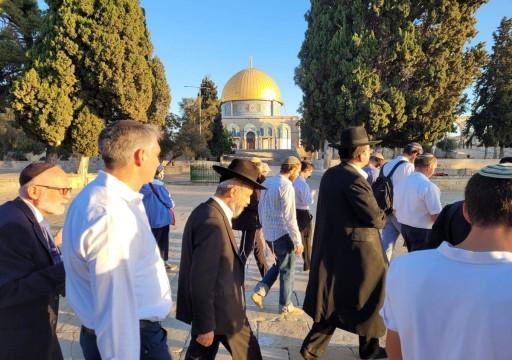 عشرات المستوطنين يقتحمون المسجد الأقصى ويؤدون صلوات تلمودية