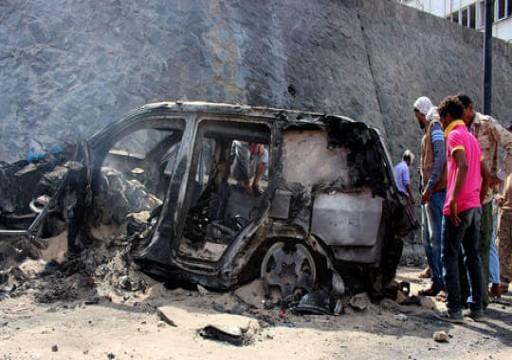اليمن.. نجاة محافظ عدن الموالي لأبوظبي من تفجير انتحاري خلف خمسة قتلى