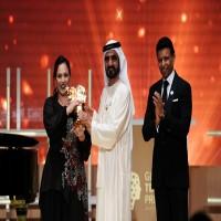 محمد بن راشد يسلم جائزة بمليون دولار لمعلمة بريطانية