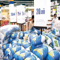 «الاقتصاد» تنسق مع منافذ البيع لطرح تخفيضات عروض «عيد الفطر»