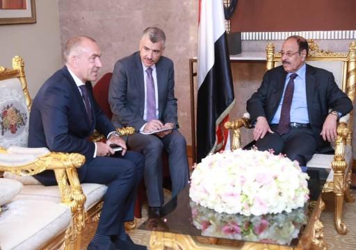 الحكومة اليمنية تستأنف التعاون مع رئيس لجنة إعادة الانتشار الأممية بالحديدة
