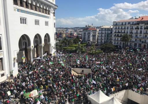 الجزائر.. الآلاف يعودون للتظاهر ضد رموز النظام وطلبا لمحاسبتهم
