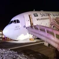 إصابة 53 راكباً إثر هبوط طائرة سعودية اضطرارياً في مطار جدة