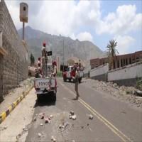 مليشيات موالية لأبوظبي تسلم مقرات عسكرية بتعز للحكومة