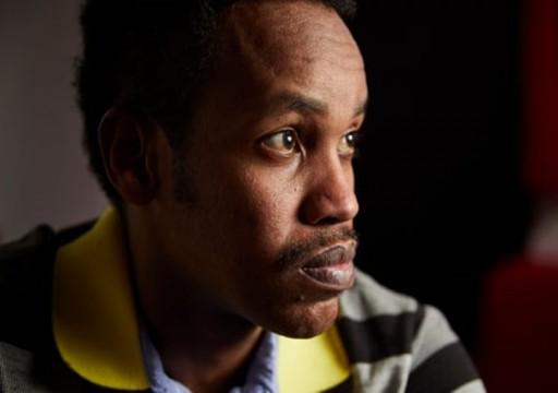 مشجع بريطاني يقول إنه طُعن بسكين وضُرب أثناء احتجازه في الإمارات