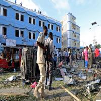 مقتل 14 شخصاً في انفجار خارج فندق بالعاصمة الصومالية