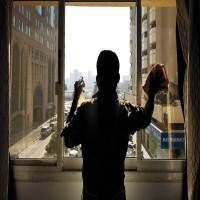 «دائرة القضاء»: شرطان لإجازة تغيير مهنة عامل الخدمة المساعدة