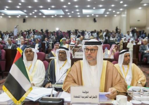 """""""قرقاش"""" يهاجم الدول العربية الرافضة لإدانة تركيا باجتماع القاهرة"""