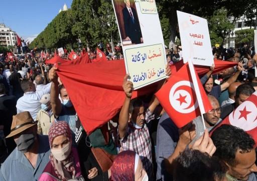 آلاف التونسيين يتظاهرون في العاصمة ضد قرارات قيس سعيّد
