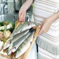 تناول الأسماك خلال الحمل يعزز نمو الدماغ لدى الأطفال