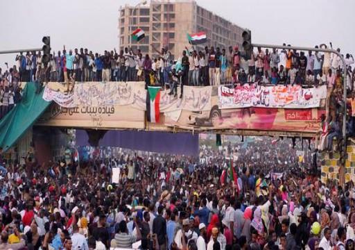 المهنيين السودانيين يدعو إلى حراسة الثورة غداة الاتفاق مع العسكر