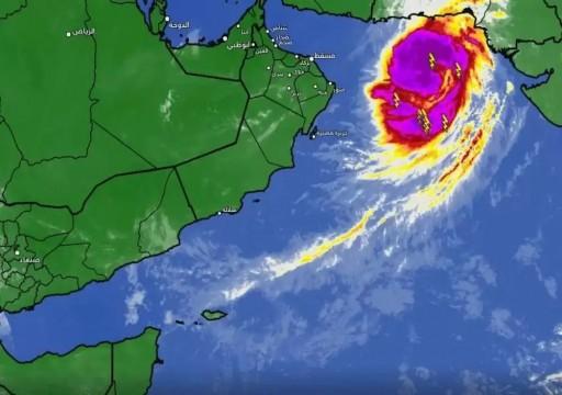 """سلطنة عمان تحذر من تحول عاصفة """"شاهين"""" إلى إعصار مداري"""