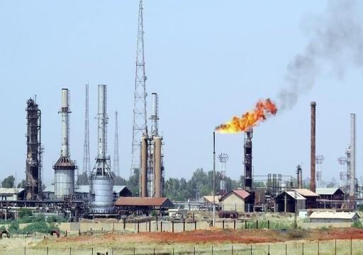 تباين أسعار النفط بانتظار محفزات تحالف أوبك+