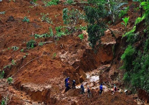 مصرع شخص وإصابة 13 إثر انهيار أرضي بمنجم ذهب في إندونيسيا