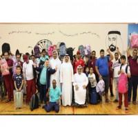 خيرية الشارقة توزع حقائب مدرسية على أعضاء نادي الثقة