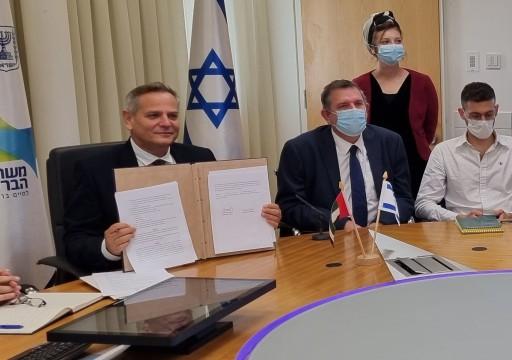 """وزير الصحة يوقع مع الاحتلال الإسرائيلي اتفاق """"الممر الأخضر"""""""