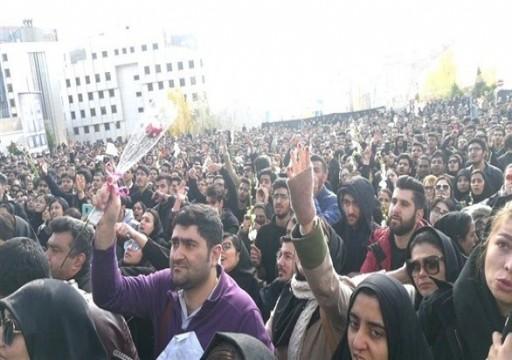 طهران.. احتجاجات الطلاب تتحول لمظاهرات مناهضة للنظام