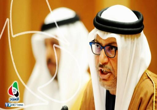 تساؤلات حول ولائه للإمارات أم للسعودية.. قرقاش يدافع عن محمد بن سلمان