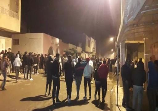 تونس.. مصور تلفزيوني يضرم النار بجسده ويشعل احتجاجات بالقصرين