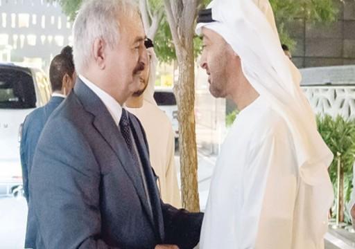 """مجلة """"فورميكي"""" الإيطالية: لهذه الأسباب تمول الإمارات """"أمير الحرب"""" في ليبيا"""