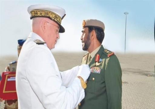 الرئيس الفرنسي يمنح ضباطا إماراتيين أوسمة عسكرية