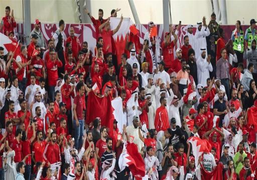"""بالفيديو.. جماهير البحرين تغني في مطار الدوحة """"خليجنا واحد"""""""