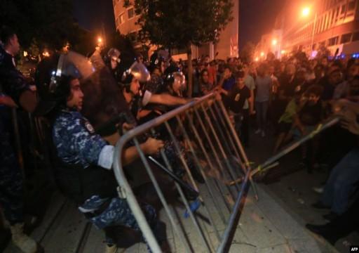 تظاهرات في لبنان وقوات الأمن تستخدم الغاز لتفريق احتجاجات بيروت