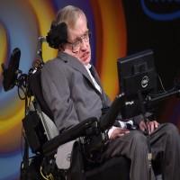 وفاة عالم الفيزياء الشهير ستيفن هوكينغ عن عمر يناهز 76 عاما
