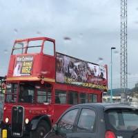 مسيرة حافلات تطوف لندن تحمل صورا مسيئة لولي عهد أبوظبي