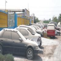 إمهال أصحاب السيارات المهجورة 10 أيام لرفعها أو بيعها في المزاد