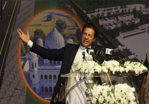 رئيس وزراء باكستان يدعو لمحادثات مع الهند لإنهاء التوتر